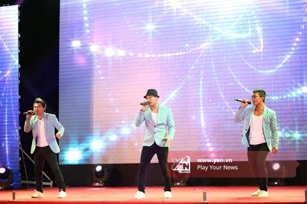 Nhóm MTV mang đến chương trình không khí sôi động qua ca khúc là Sóng tình - Tin sao Viet - Tin tuc sao Viet - Scandal sao Viet - Tin tuc cua Sao - Tin cua Sao