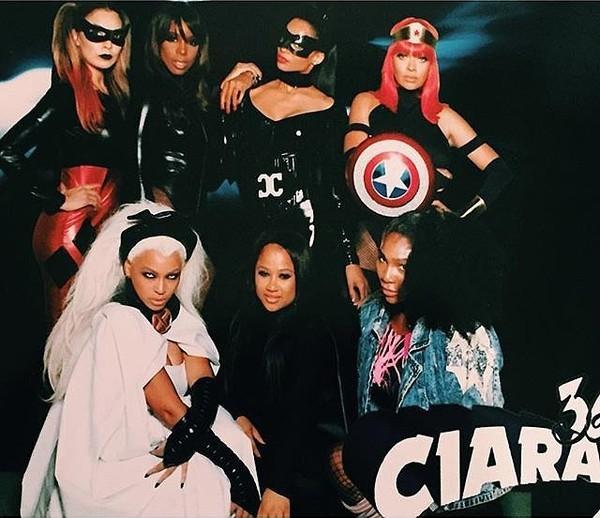 Cô cùng với Kelly Rowland, Ciara, La La Anthony và Serena Williams cải trang thành các siêu anh hùng.