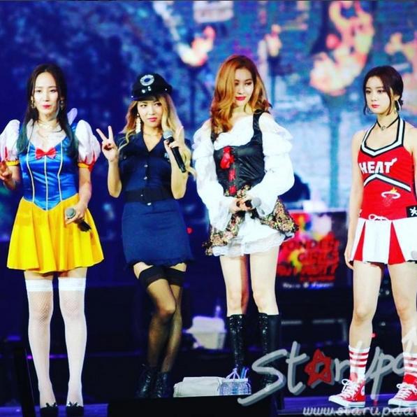Wonder Girls mang đến bất ngờ cho fan trên sân khấu vừa qua. Có lẽ đã rất lâu rồi các cô gái mới có cơ hội cùng fan ăn mừng dịp lễ lớn như thế này.