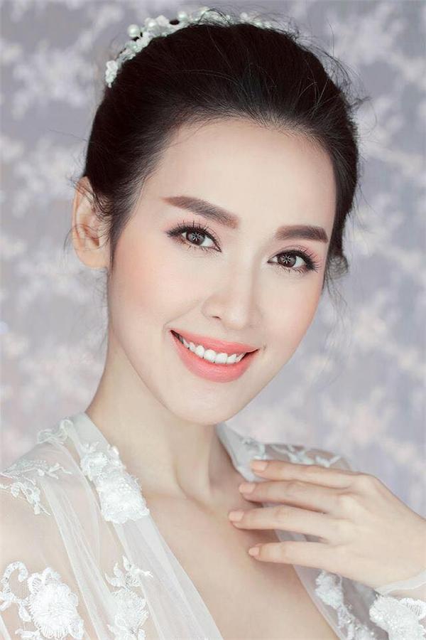 Học hỏi 5 kiểu trang điểm cô dâu cực xinh xắn như Tú Vi