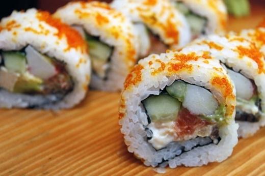 Sushi chỉ từ 2.000 - 5.000 đồng.