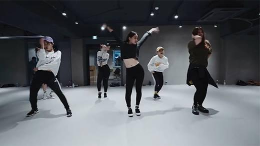 Nữ vũ công Hàn Quốc khiến dân mạng