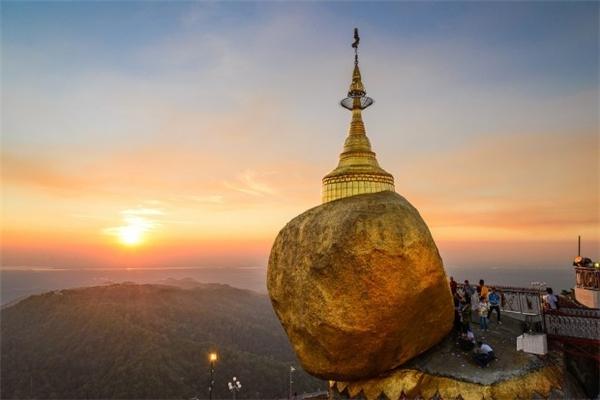 Chùa Kyaiktiyo là một trong những điểm tham quan tiêu biểu của Myanmar và đóng một vai trò quan trọng đối với Phật giáo quốc gia. (Ảnh: Internet)