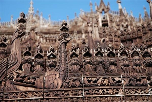 Tu viện Shwenandaw là một trong những công trình kiến trúc Phật giáo quan trọng nhất ở Mandalay. Những hình chạm khắc ở tu viện này tái hiện lại khoảng thời gian Đức Phật ở Jakarta.(Ảnh: Internet)