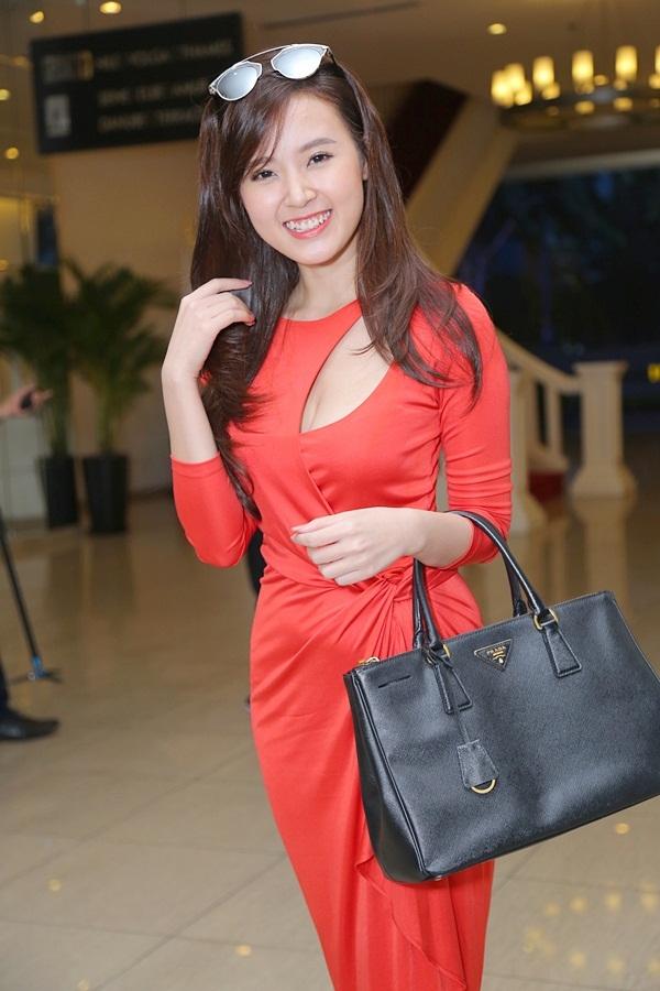 Bỏ mặc những chuyện không vui thời gian qua, nữ diễn viên tươi cười trong tiệc cưới bạn thân. - Tin sao Viet - Tin tuc sao Viet - Scandal sao Viet - Tin tuc cua Sao - Tin cua Sao