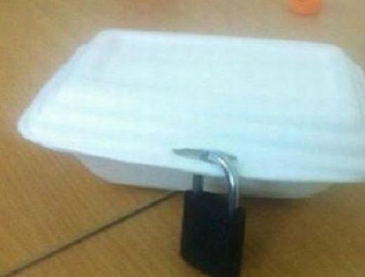 """Đây là """"bí kíp"""" giữ hộp cơm do các """"tiền bối"""" để lại. (Ảnh: Internet)"""