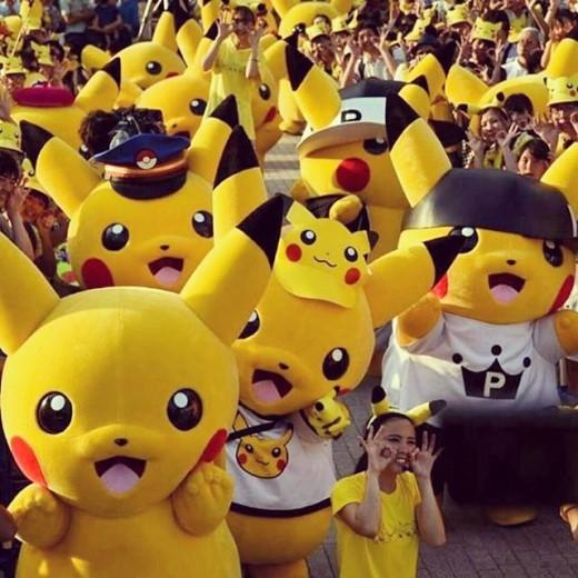 Binh đoàn Pikachu diễu hành trong lễ hội tại Yokohama.