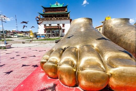 Tu viện Gandan Khiid nằm ở trung tâm thủ đô Ulaanbaatar của Mông Cổ, hầu như không bị tàn phá như phần lớn các tu viện khác trong khu vực.(Ảnh: Internet)