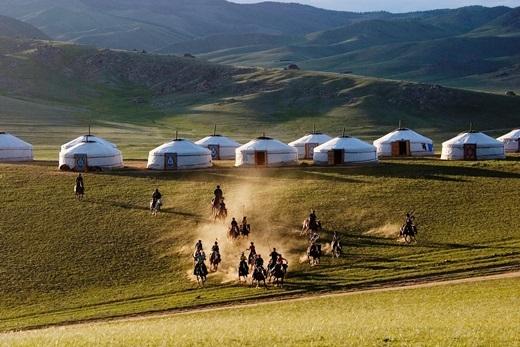Mã cầu là môn thể thao chỉ dành cho giới quý tộc và nhà giàu có ở các nước châu Âu, châu Mĩ nhưng tạiMông Cổ, ai cũng có thể tham gia môn này.(Ảnh: Internet)