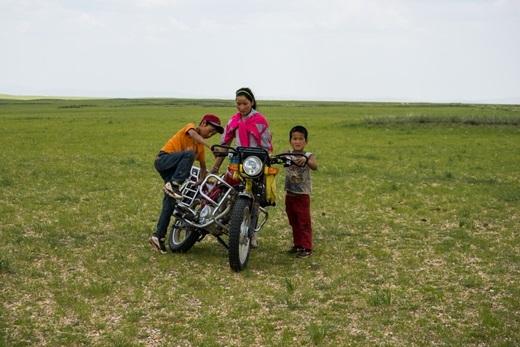Những chiếc xe máy hầu như rất hiếm ở Mông Cổ.(Ảnh: Internet)