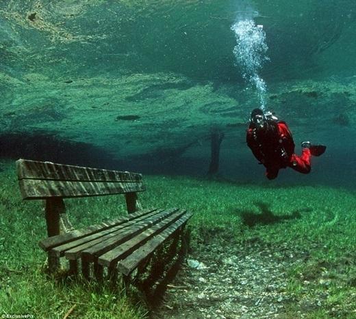 Grüner Seechuyển mình thành một hồ nước trong xanh tuyệt mĩ. (Ảnh: Internet)