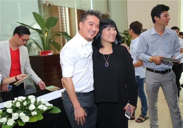 Nữ ca sĩ Cẩm Vân đã có mặt để chúc mừng cho cậu em trai thân thiết. - Tin sao Viet - Tin tuc sao Viet - Scandal sao Viet - Tin tuc cua Sao - Tin cua Sao