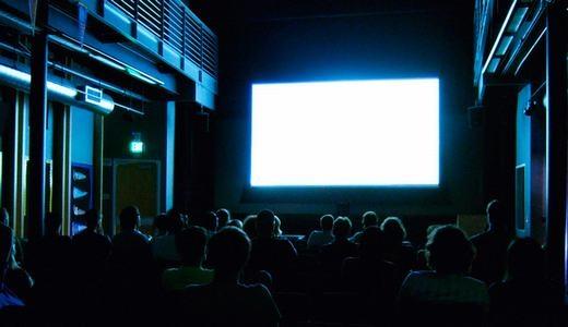 Kiểm tra phim khiêu dâm trước khi phát hành cũng là một nghề. Những người này sẽ ngồi phòng riêng, xem và đưa ra nhận định về nội dung, cảnh quay, diễn viên… trong đó. (Ảnh: Internet)
