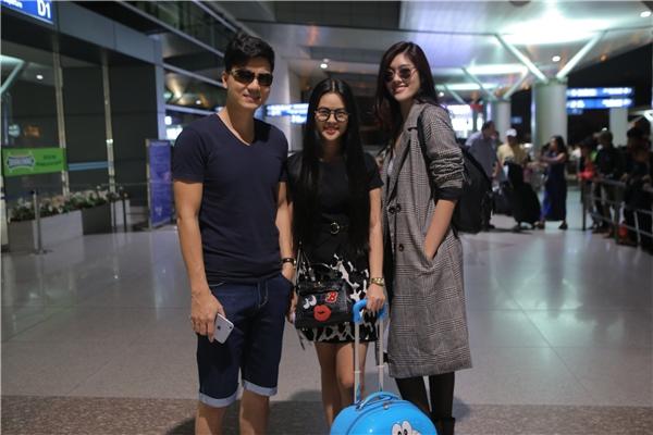 Vợ chồng Thành Được - Vân Anh cùng diễn viên Huỳnh Tiên trong chuyến bay đến sự kiện. - Tin sao Viet - Tin tuc sao Viet - Scandal sao Viet - Tin tuc cua Sao - Tin cua Sao