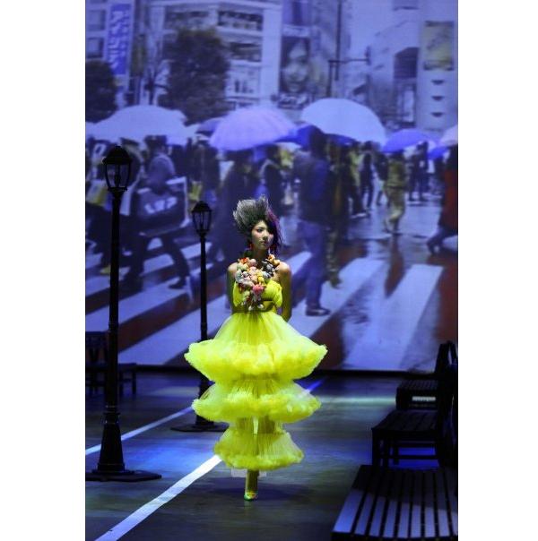 Năm 2008 là lần thứ hai Đỗ Mạnh Cường trình làng bộ sưu tập mới tại Việt Nam với tên gọi Nạn nhân thời trang.Ngọc Quyên trình diễn mẫu thiết kế phân tầng độc đáo với gam màu vàng chanh nổi bật. Điểm nhấn được tạo nên từ những con thú nhồi bông nhỏ xinh.
