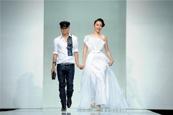 Linh Nga - một trong những nàng thơ, khách hàng quen thuộc của Đỗ Mạnh Cường- xuất hiện với vị trí chốt màn trong show diễn vào năm 2014.