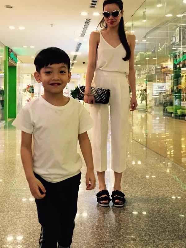 Subeo càng lớn càng chững chạc. Cậu bé luôn diện những trang phục đơn giản nhưng năng động và thời trang. - Tin sao Viet - Tin tuc sao Viet - Scandal sao Viet - Tin tuc cua Sao - Tin cua Sao