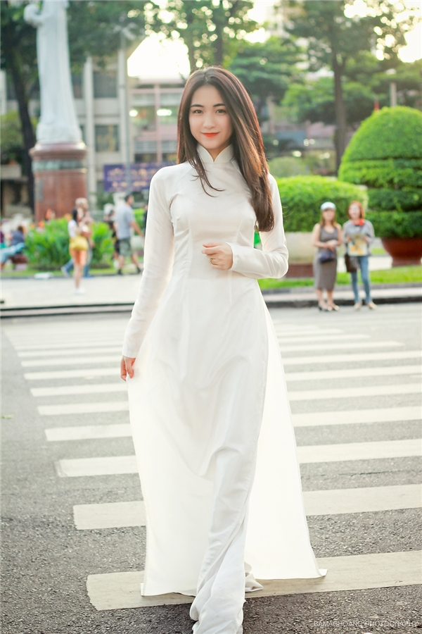 """""""Cô giáo"""" Hòa Minzy đẹp dịu dàng trong tà áo dài truyền thống. - Tin sao Viet - Tin tuc sao Viet - Scandal sao Viet - Tin tuc cua Sao - Tin cua Sao"""