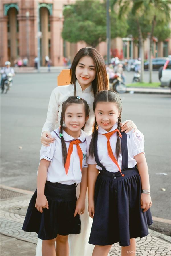 """""""Cô giáo"""" Hòa Minzy tạo dáng tinh nghịch bên dàn học trò nhí - Tin sao Viet - Tin tuc sao Viet - Scandal sao Viet - Tin tuc cua Sao - Tin cua Sao"""