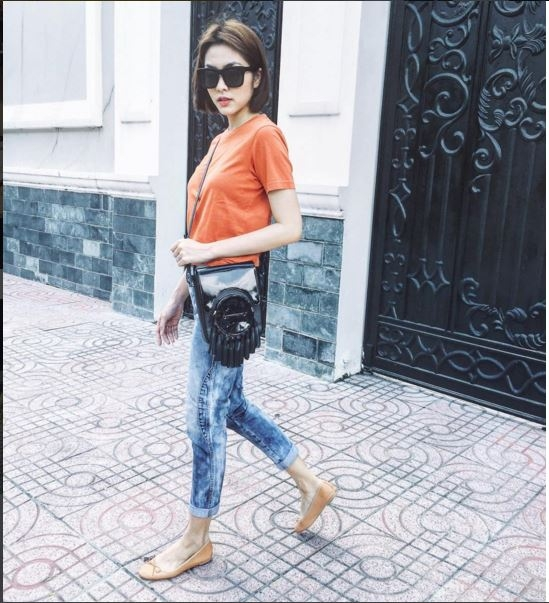 Gần đây, Tăng Thanh Hà cũng tạo nên bước đột phá ở vẻ bề ngoài khi chọn kiểu tóc bob. Cũng từ đây, phong cách thời trang thường nhật của cô cũng thay đổi vàtrở nên cá tính, mạnh mẽ, phóng khoáng hơn.
