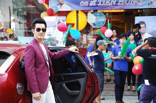 Nguyễn Phi Hùng trở lại với màn ảnh Việt với vai diễn một ca sĩ hết thời rồi trở thành thầy giáo.