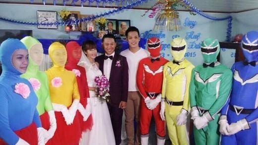 """Nhiều cư dân mạng đồn đoán rằng, họ là """"fan cuồng"""" của siêu nhân Gao - loạt phim thiếu nhi nổi tiếng của Nhật Bản. (Ảnh: Internet)"""
