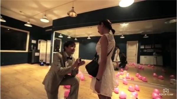 Dân mạng bấn loạn với màn cầu hôn siêu ấn tượng như phim Step up