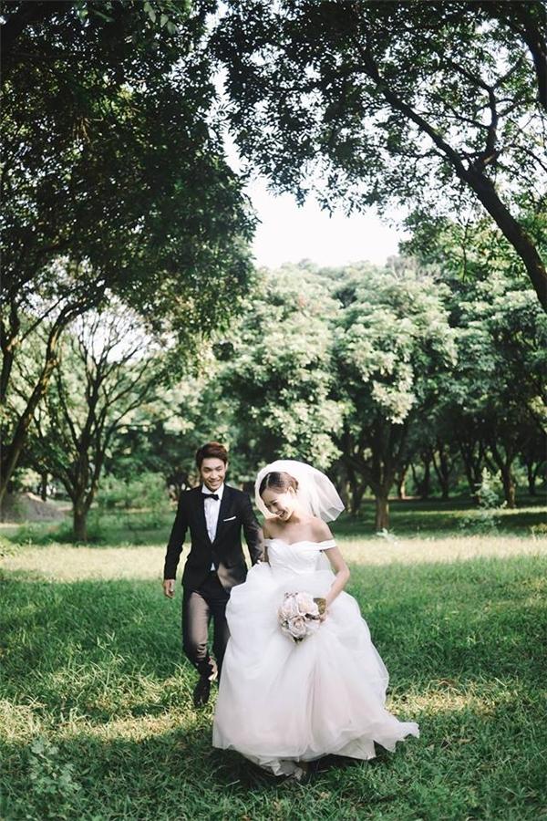 Cả hai vô cùng hạnh phúc trong bộ ảnh cưới đẹp lung linh.(Ảnh: Internet)