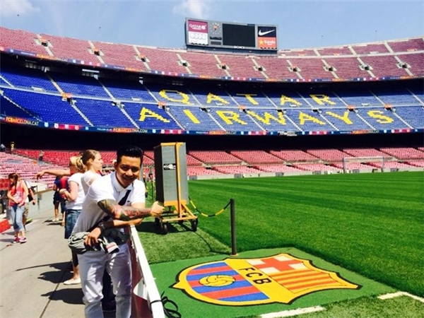 Được biết giọng ca Nắm lấy tay anh là fan lớn của Barcelona. Hình ảnh Tuấn Hưng ghé thăm đại bảndoanh của đội bóng đình đám khiến không ít người phải trầm trồ. - Tin sao Viet - Tin tuc sao Viet - Scandal sao Viet - Tin tuc cua Sao - Tin cua Sao
