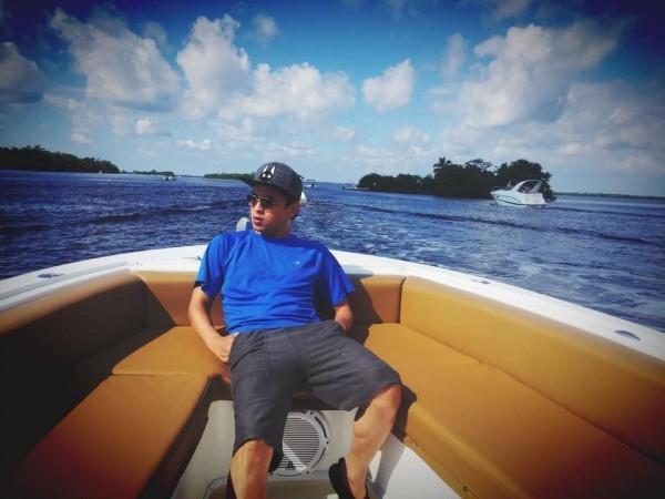 Hồ Quang Hiếu trên một chiếc thuyềntrong chuyến du lịch biển tại Florida - Tin sao Viet - Tin tuc sao Viet - Scandal sao Viet - Tin tuc cua Sao - Tin cua Sao