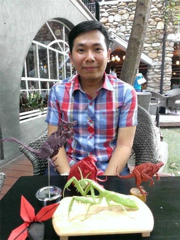 Dạy học và gấp giấy origami là hai niềm đam mê lớn nhất của thầy Trung Hiếu. Ảnh: An Viên.