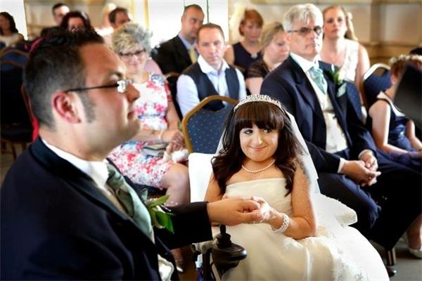 Niềm hạnh phúc của cả hai trong lễ cưới. (Ảnh Internet)