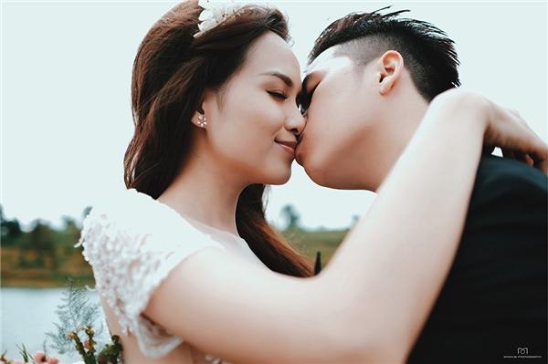 Cặp đôi trao nhau những nụ hôn tình tứ. - Tin sao Viet - Tin tuc sao Viet - Scandal sao Viet - Tin tuc cua Sao - Tin cua Sao