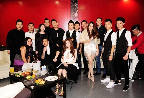 Mới đây, bộ đôi Emily - Hạnh Sino cũng đã cómặtchuyến lưu diễn của Tuấn Hưng. - Tin sao Viet - Tin tuc sao Viet - Scandal sao Viet - Tin tuc cua Sao - Tin cua Sao