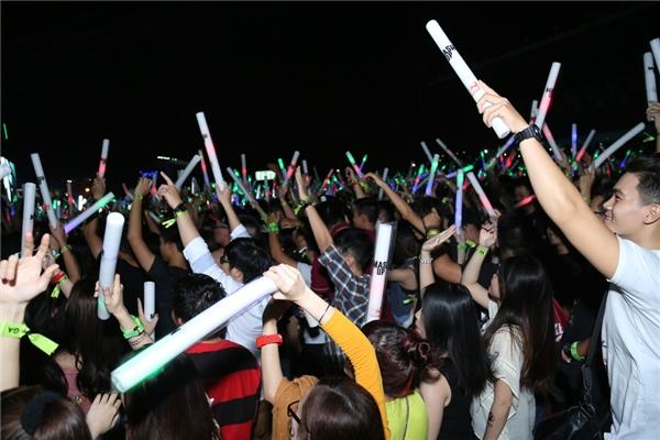 Bữa tiệc âm nhạc quy tụ hàng nghìn người hâm mộ tới tham dự. - Tin sao Viet - Tin tuc sao Viet - Scandal sao Viet - Tin tuc cua Sao - Tin cua Sao