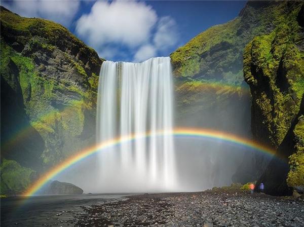 Cây cầu cầu vồng đôi vắt ngangqua thácSkógafos, Iceland. (Ảnh:@guy_havell)