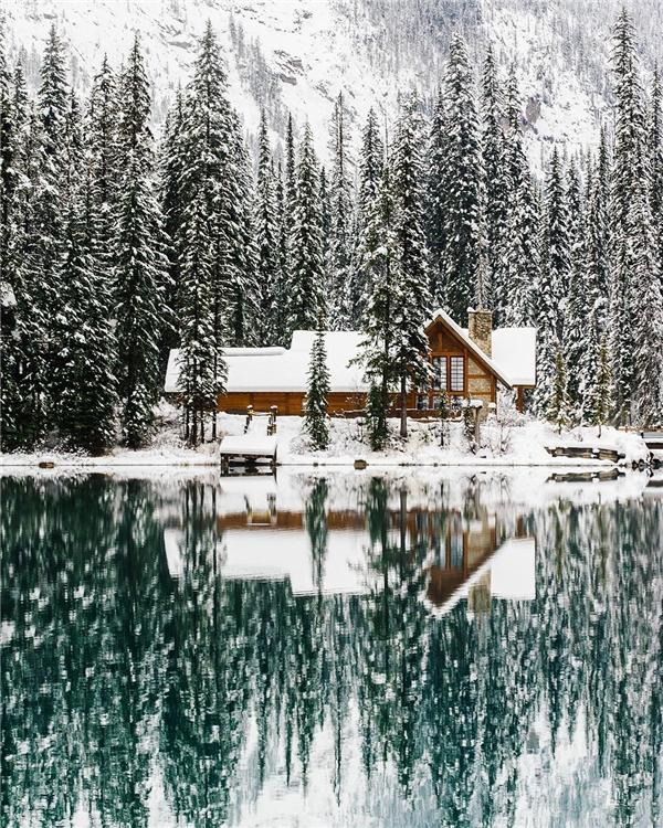 Đây không phải hình ảnh lấy từ truyện cổ Grimm nào mà là ở hồEmeraldthuộc vườn quốc giaYoho, Canada (Ảnh: IG@stevint)