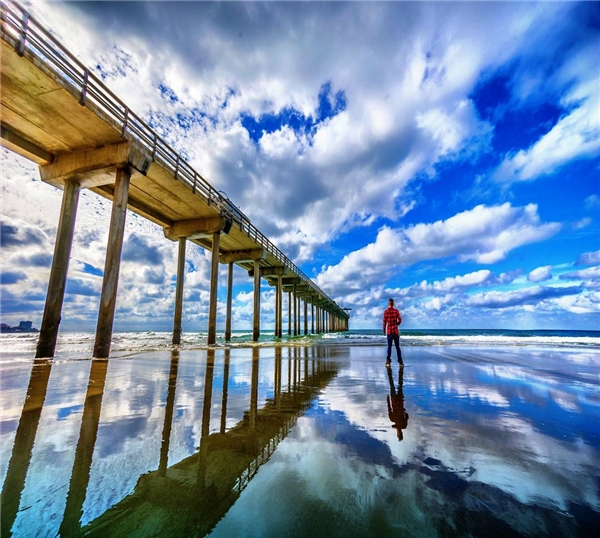 Mặt nước phẳng như gương để mây trời soi bóng ởSan Diego, California (Ảnh: IG@seanstumblingthrough)