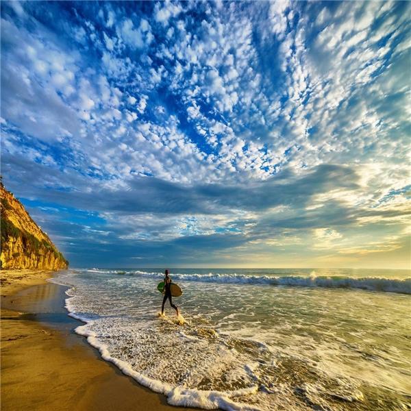 Cùng choáng ngợp bởi cảnh biển ở bãi Torrey Pines State, San Diego, California.(Ảnh: IG @seanstumblingthrough)