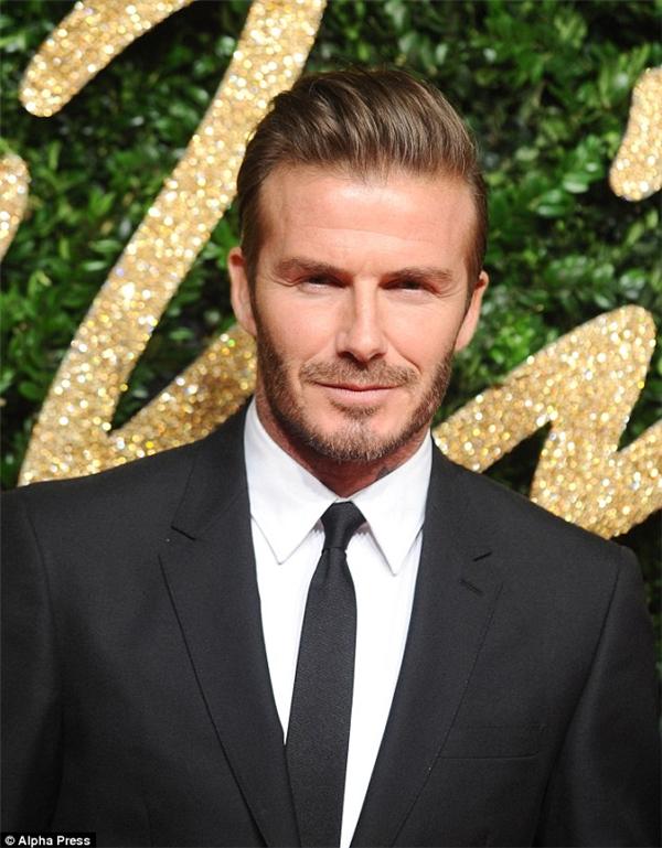 """Với nhiều người, David Beckham là hình mẫu ông bố đáng mơ ước, nhưng có lẽ Brooklyn không nghĩ vậy, nhất là sau vô số lần người bố này""""chơi quê"""" cậu công khai.(Ảnh: Internet)"""