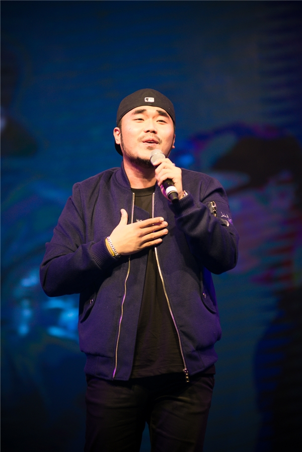 Ma Asung - nam ca sĩ nhạc trot mới góp mặt trong Running Man cũng tham gia chương trình.