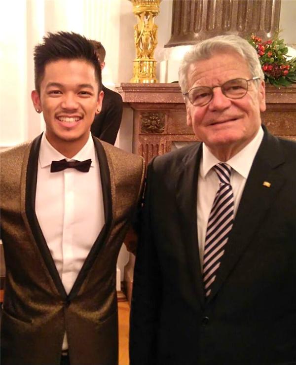 Trọng Hiếu có cơ hội gặp mặt và dùng bữa tối với Tổng thống Đức. - Tin sao Viet - Tin tuc sao Viet - Scandal sao Viet - Tin tuc cua Sao - Tin cua Sao