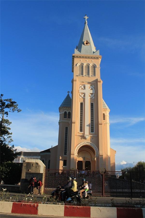 Nhà thờ Con Gà - điểm đến đón Noel tuyệt vời tại Đà Lạt. Ảnh: Phước Bình.
