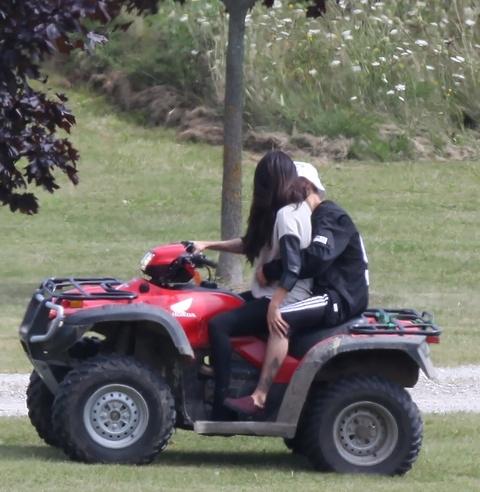 Mặc Selena muốn quên chuyện tình, Justin vẫn đăng ảnh nhớ thương cô