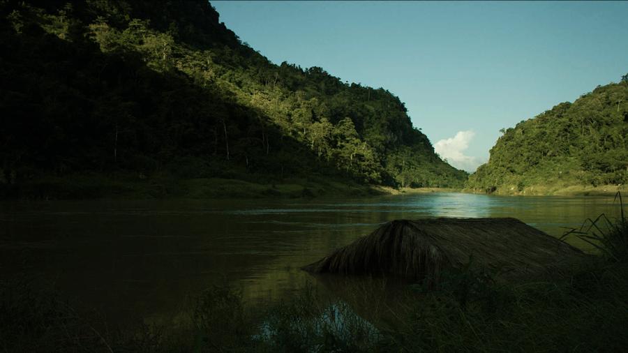 Khung cảnh dòng sông Gâm tĩnh lặng khiến người xem không khỏi đắm chìm vào sự âm u, huyền ảo nơi núi thẳm sông sâu.