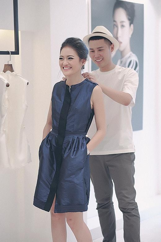 Nữ diễn viên trẻ được nhà thiết kế Lâm Gia Khang nhiệt tình giúp đỡ. - Tin sao Viet - Tin tuc sao Viet - Scandal sao Viet - Tin tuc cua Sao - Tin cua Sao