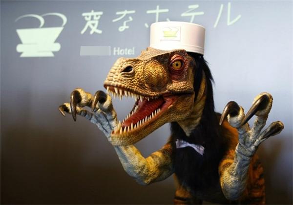 Giá thuê một chú khủng long để làm tiếp tân cho khách sạn này là bao nhiêu nhỉ?(Ảnh: BuzzFeed)