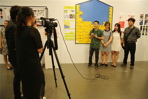 Các sinh viên tự tổ chức chiến dịch truyền thông cho các tác phẩm của mình.