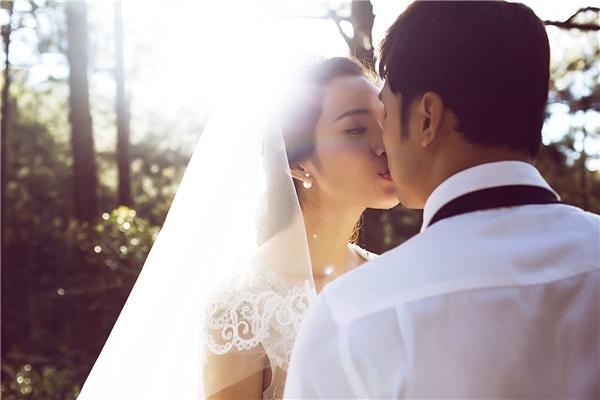 Cả hai trao nhau nụ hôn ngọt ngào... - Tin sao Viet - Tin tuc sao Viet - Scandal sao Viet - Tin tuc cua Sao - Tin cua Sao