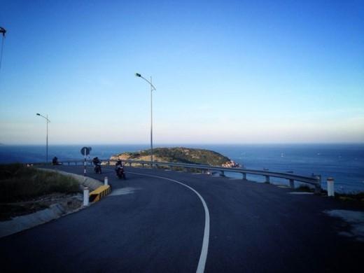 Vịnh Cam Ranh nơi có con đường ven biển đẹp nhất thế giới (Ảnh Internet).
